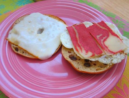 veggie bacon bagelwich 008