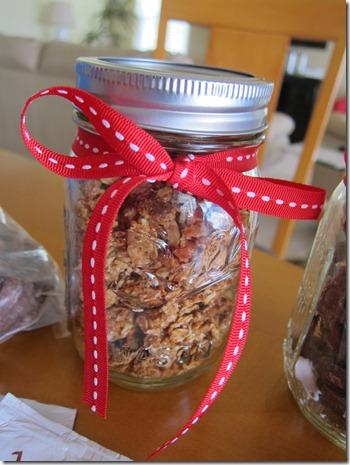 granola in ball jar 004
