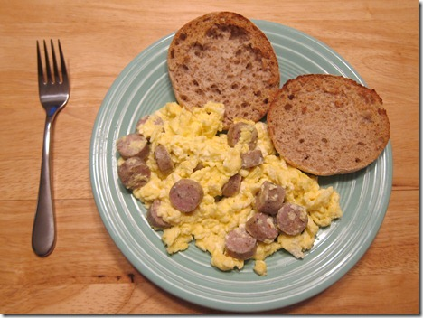 scrambled eggs with chicken sausage 015
