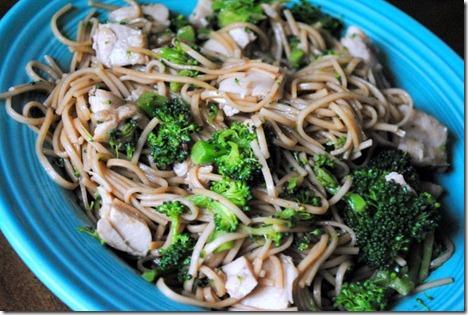 annie chun's noodles chicken broccoli