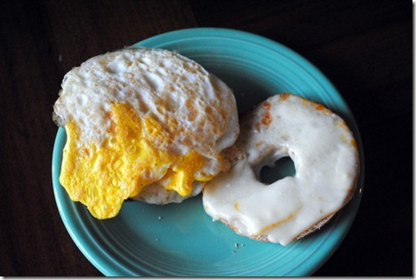 egg bagel sandwich 001