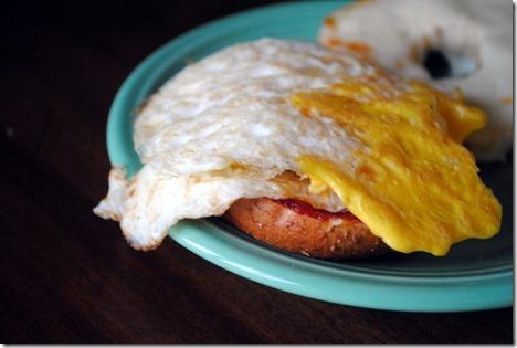 egg bagel sandwich 005