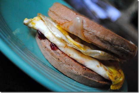 egg waffle sandwich 014