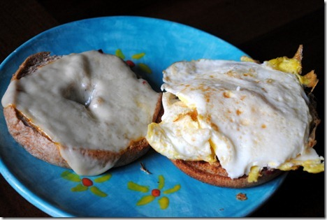 egg bagel sandwich 011