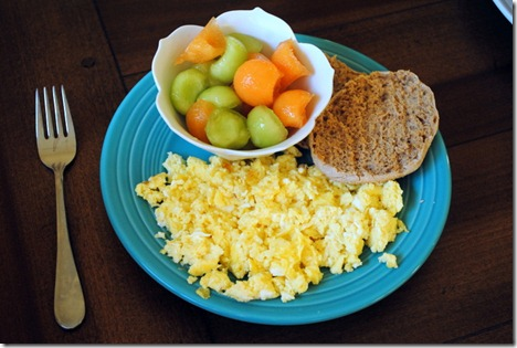 scrambled eggs with fruit 005