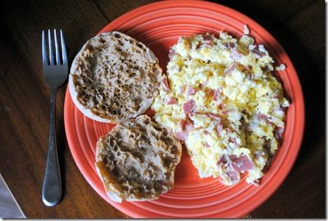 scrambled eggs with turkey baco 001