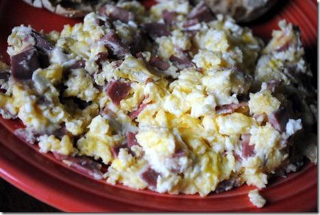 scrambled eggs with turkey baco 005