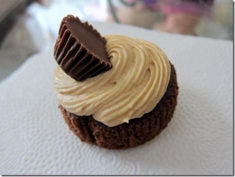 chocolate reese's peanut butter cupcake