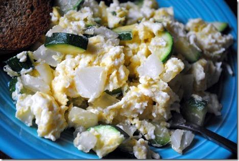 scrambled eggs zucchini onion