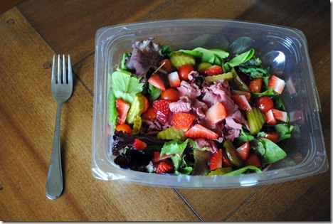 salad roast beef strawberries 005