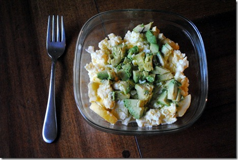 scrambled eggs with avocado 009