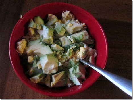 scrambled eggs with avocado and zucchini 001