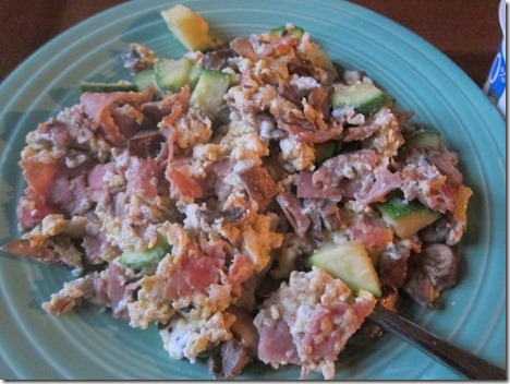 scrambled eggs with ham and veggies 005