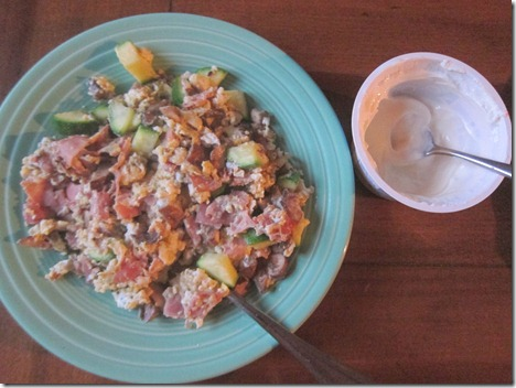 scrambled eggs with ham and veggies 006
