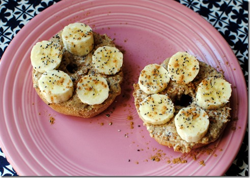 Bagel with almond butter, banana, cinnamon and chia seeds