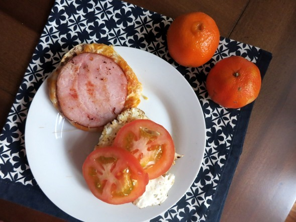 egg sandwich tomato and cheese