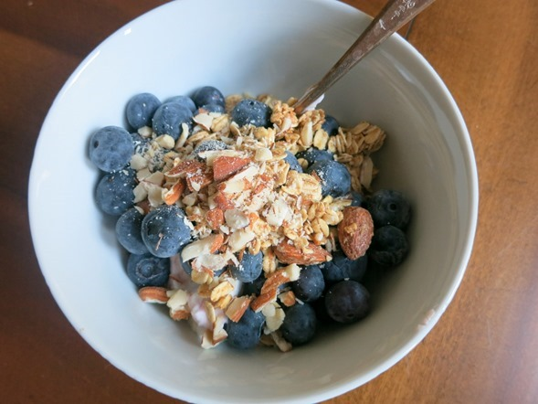 Greek Yogurt with Blueberries and Almonds