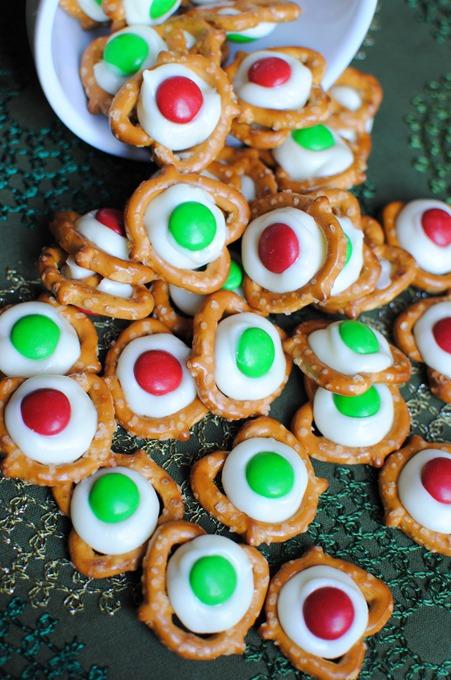 Easy Christmas Pretzels