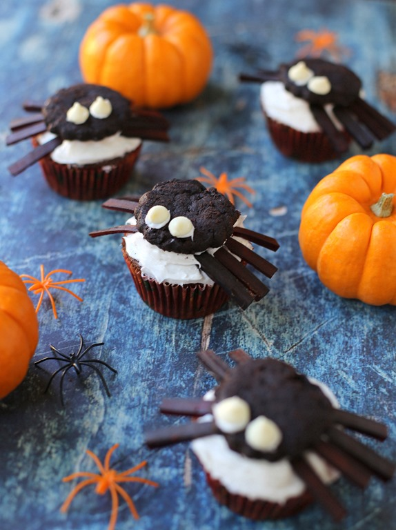 Halloween Spider Cupcakes - Peanut Butter Fingers