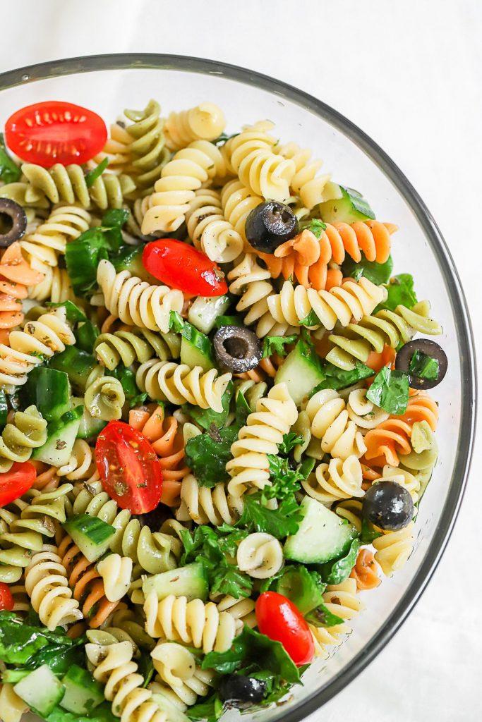 Salada de massa simples de verão