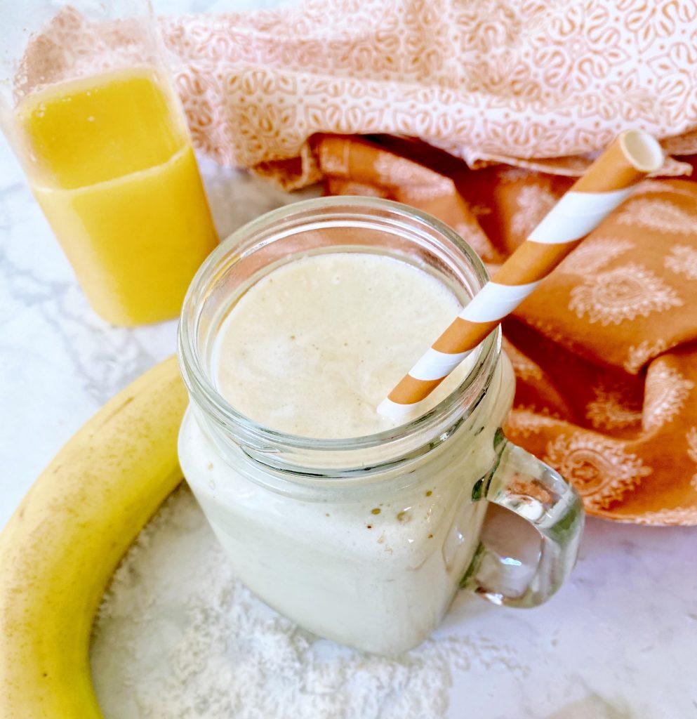 Smoothie de proteína de suco de laranja de banana